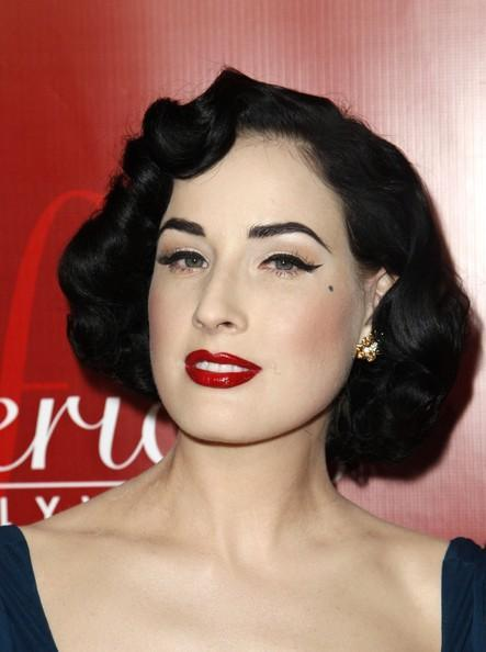 2009-short-wavy-hairstyle-from-actress-dita-von-1