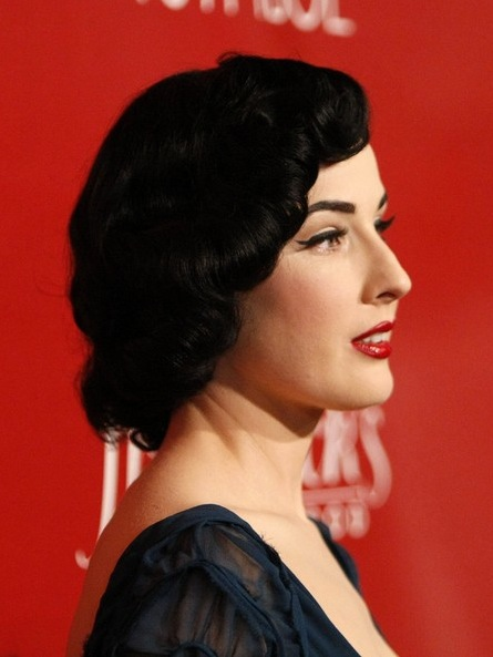 2009-short-wavy-hairstyle-from-actress-dita-von-2
