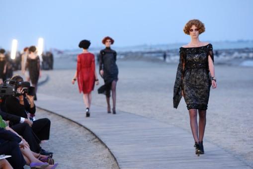 Chanel+Cruise+2010+Fashion+Show+lkiXxEBsCLWl