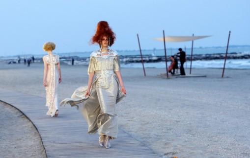Chanel+Cruise+2010+Fashion+Show+XS1GJMJ1xkZl