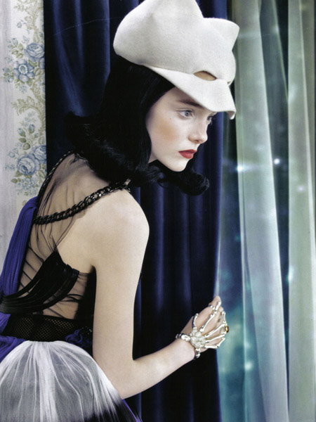 NEO-Romantic- Imogen Morris Clarke and Abbey-Lee Kershaw in Vogue Italy June 20096